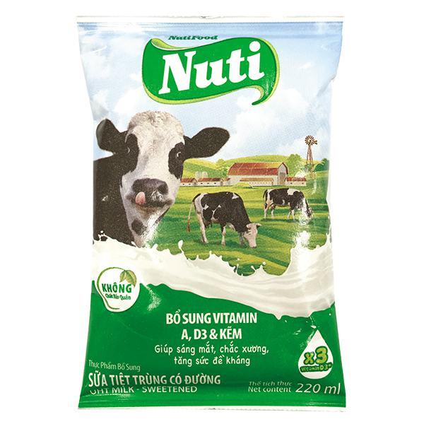 Sữa Tiệt Trùng Nutifood Có Đường Bịch 220Ml